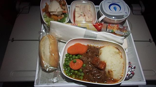 Meal-on-Emirates-Economy-class